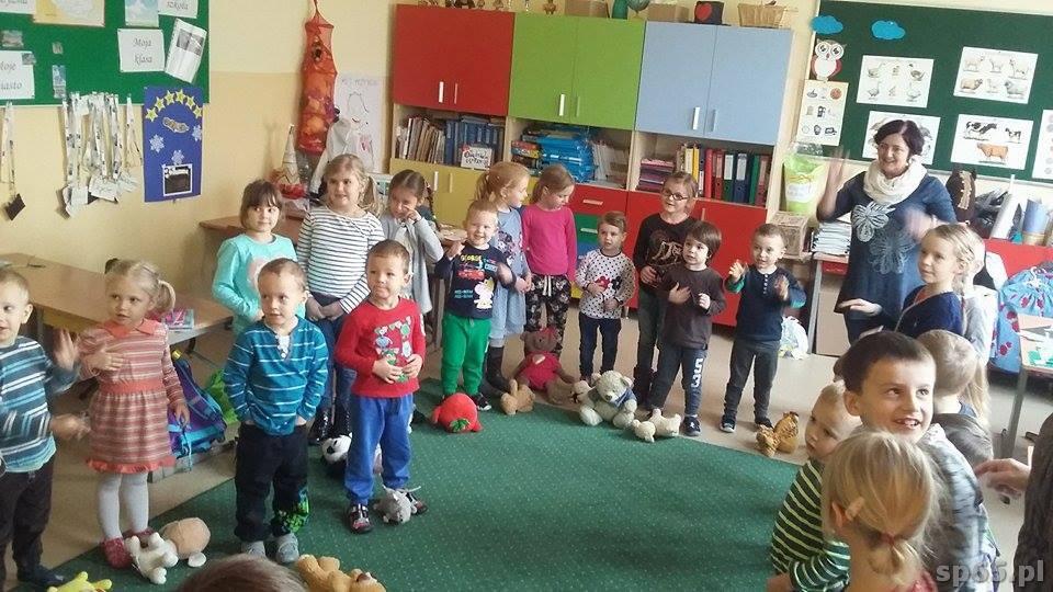 """Galeria: Grupa """"Skowronków"""" w odwiedzinach w szkole - grudzień 2016"""