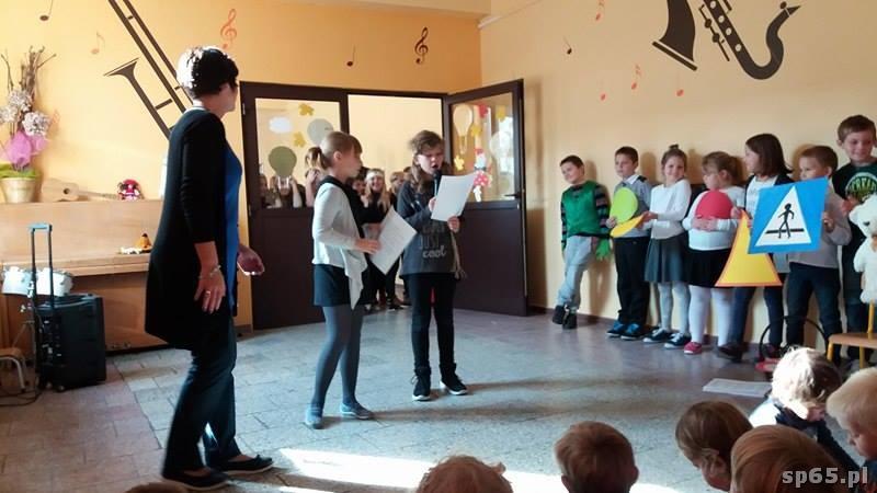 Galeria: Przedstawienie uczniów z okazji Dnia Przedszkolaka – październik 2016