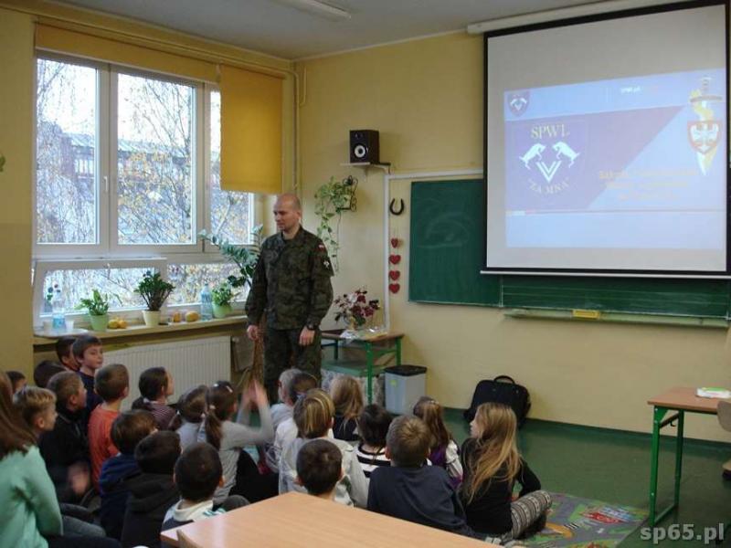 Galeria: Spotkanie klas 2b i 3b z żołnierzami - listopad 2014