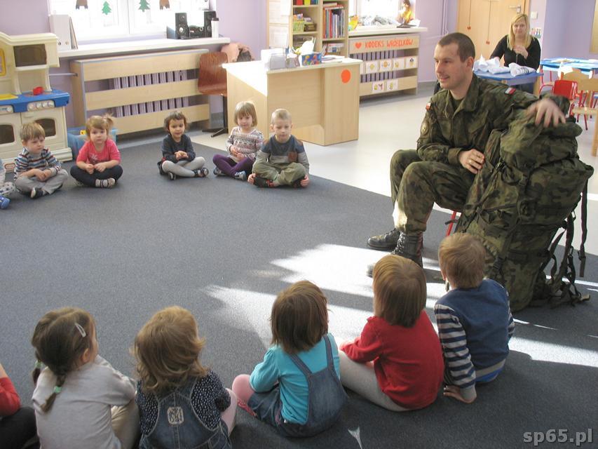 Galeria: Spotkanie przedszkolaków z żołnierzem - styczeń 2017