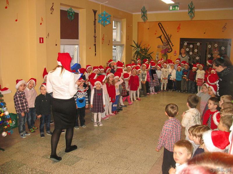 Galeria: Spotkanie przedszkolaków ze Świętym Mikołajem - 2015