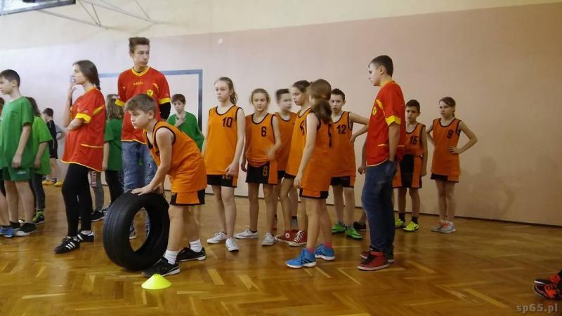 Galeria: Zawody sportowe Mickiewiczówka - grudzień 2015
